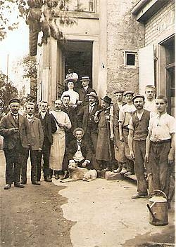Фридрих Мензер со своим персоналом