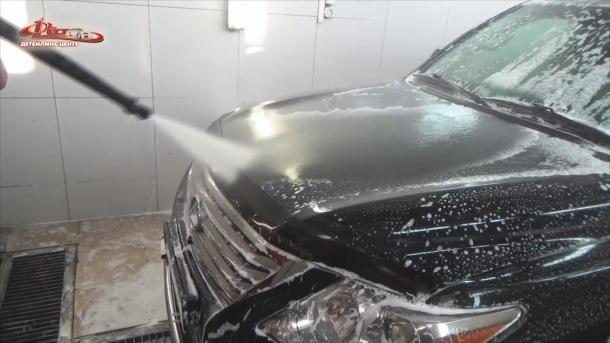 Мойка автомобиля - ополаскивание кузова после ручной мойки (2-й фазы)