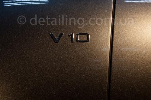 Audi S8 detailing ceramic light